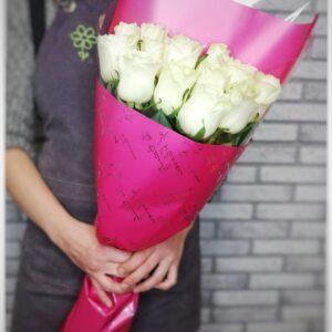 15 белыз роз в премиум упаковке