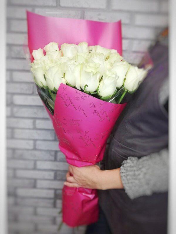 25 белых роз в премиум упаковке